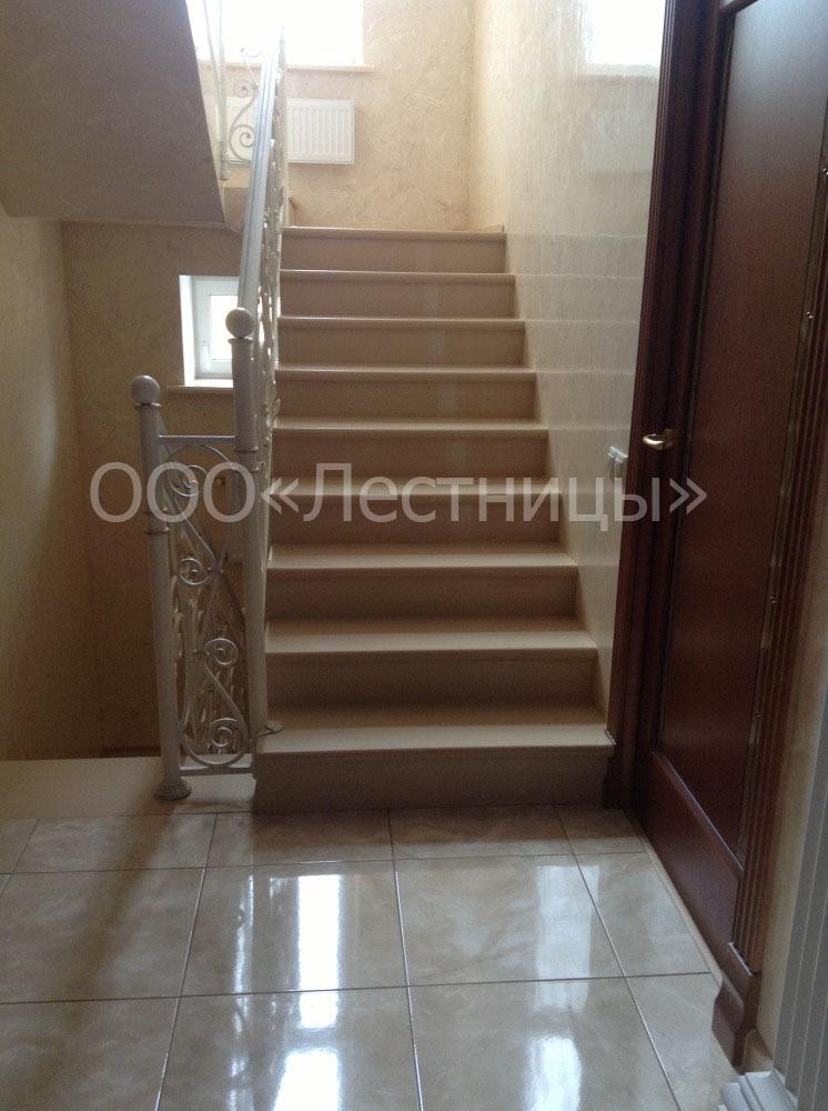 Винтовая лестница со стальным ограждением купить по цене